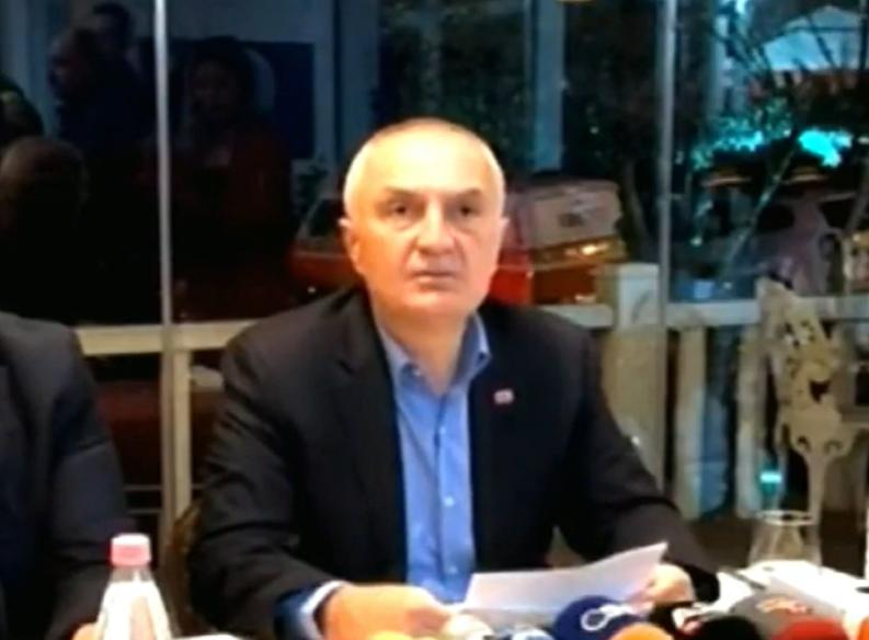 """""""Kryeministri në detyrë t'i thërrasë mendjes"""", Meta fton Ramën dhe Ballukun: Të mblidhemi që t'i japim zgjidhje kësaj situate"""