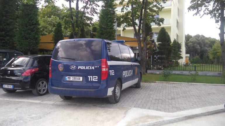 Ndalohet 34-vjeçari nga Fieri, kapet duke transportuar 17 emigrantë