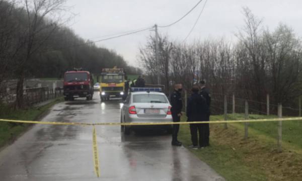 Aksident tragjik, makina del nga rruga në Gjakovë, humbin jetën tre persona, dyshohet se janë nga Shqipëria