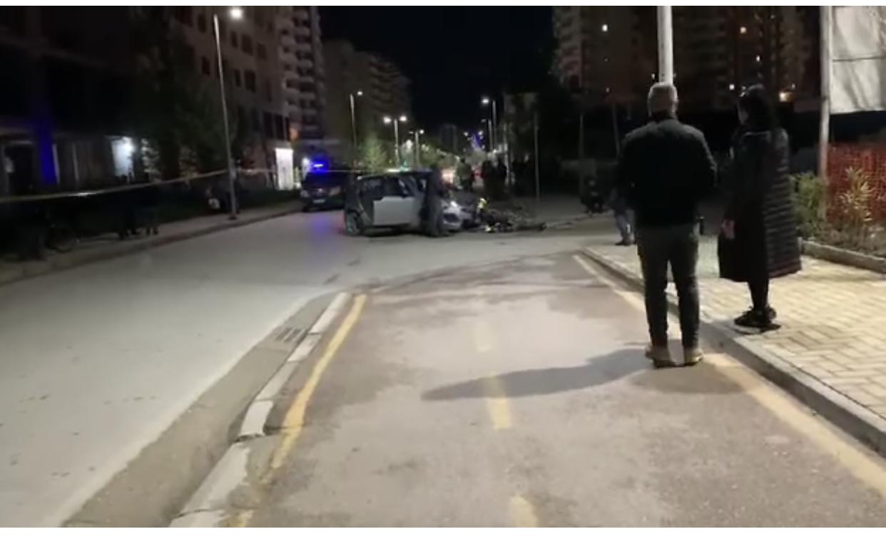 Aksident në Vlorë, makina përplaset me motorin! Dyshohet për një të plagosur në gjendje të rëndë
