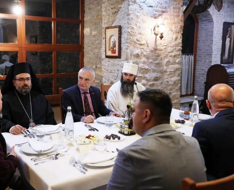 Plagosja në selinë e PD, reagon Presidenca: Meta është në një iftar në Elbasan, më pas do të niset me urgjencë drejt Kavajës