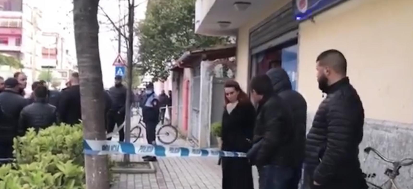Zbulohet kush është i plagosuri në selinë e PD në Kavajë, Grida Duma ndodhej pranë zyrës, Basha niset me urgjencë nga Tirana