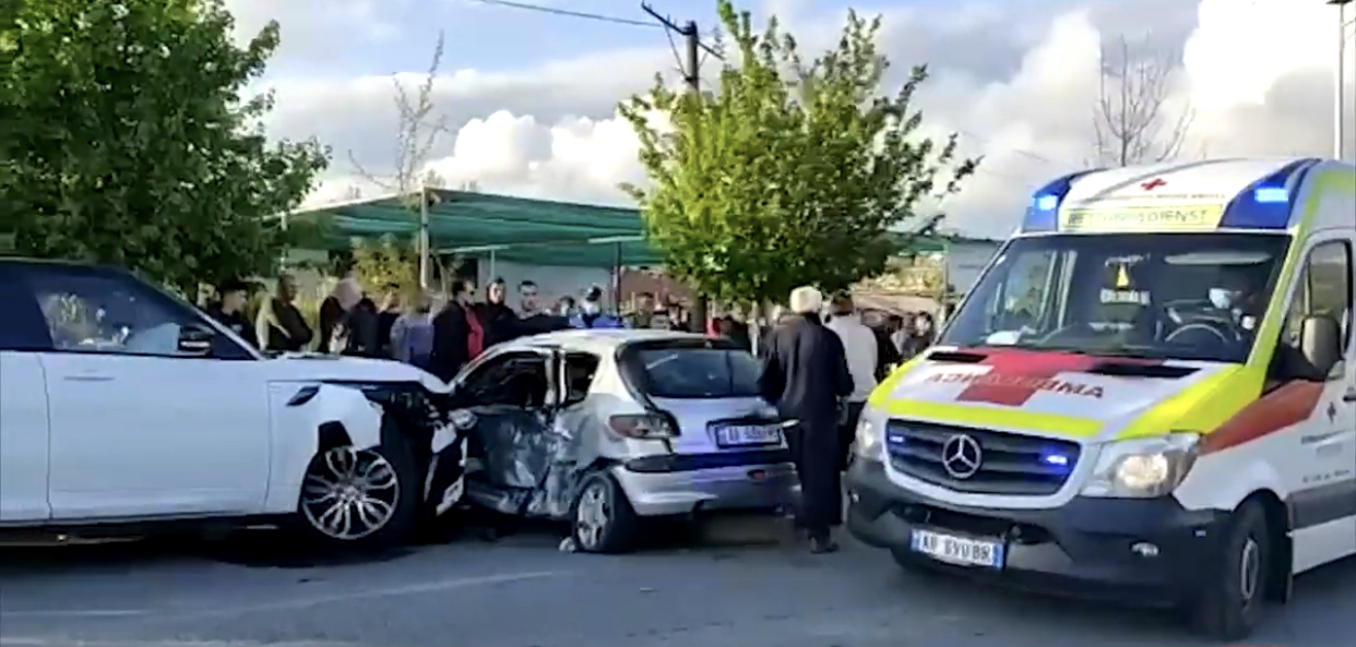 Aksident në dalje të Lezhës, plagosen rëndë dy të rinj, dërgohen me urgjencë drejt spitalit të Lezhës