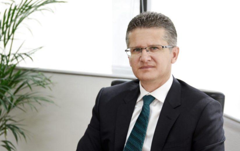 Shoqata e Bankave zgjedh kryetarin e ri të Bordit Mbikqyrës, kush është Bledar Shella dhe kë zëvendëson