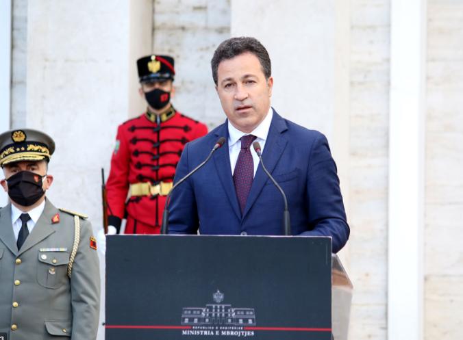 """Ushtria zbarkoi në Rinas, reagon ministri Peleshi: Aeroporti """"Nënë Tereza"""" është objekt strategjik me rëndësi të veçantë për sigurinë kombëtare"""