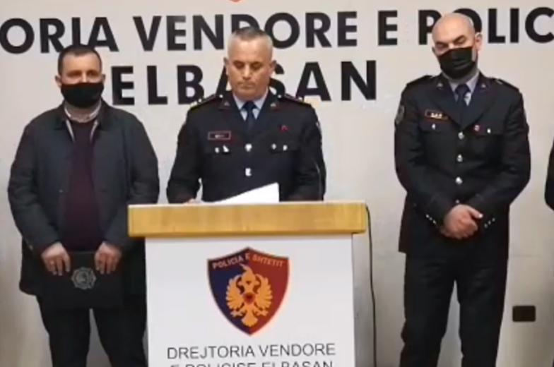10 ish-policë të arrestuar për vrasjen në Elbasan, Ardi Veliu: Qarkullonin me tre furgonë me logon e PD, në kërkim Klement Xhaferri, pamjet filmike janë sekuestruar (EMRAT-E PLOTË)