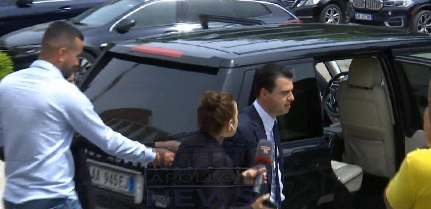 Ambasadorja franceze takim të PAPRITUR me Lulzim Bashën
