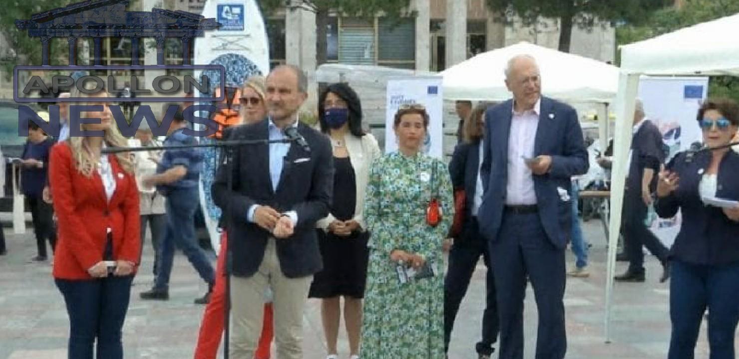 """Soreca dhe ambasadorët e tjerë të BE-së në sheshin """"Skënderbej"""", hedhin vallen e Pogonishtes"""