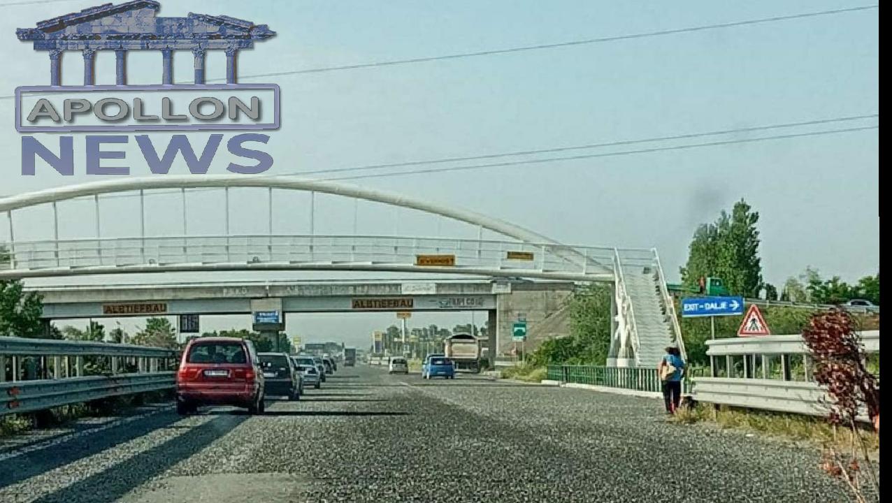 Kaos në superstradën Milot-Mamurras, kamioni shkarkon zhavorin në mes të rrugës