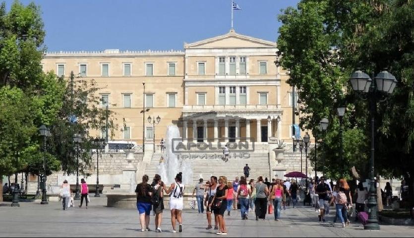 Emigrantët shqiptarë thërrasin protestë në Athinë: Hapni tani doganat! Mos na refuzoni shtëpinë tonë!
