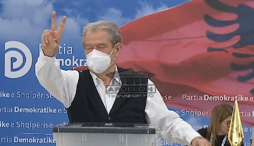 Zgjedhjet në PD, voton Sali Berisha dhe përsërit deklaratën për rikthimin si lider