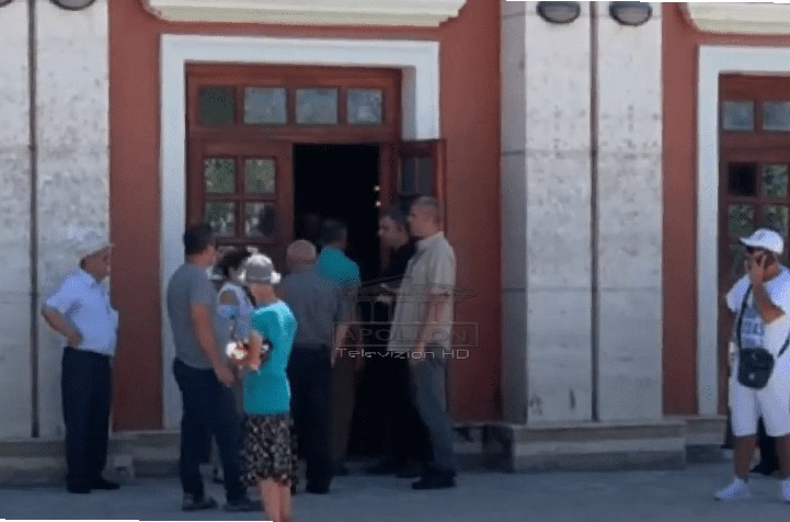 """Mblidhet Partia Socialiste në ambientet e teatrit """"Petro Marko"""" në Vlorë, pritet të mbërrijë Edi Rama"""