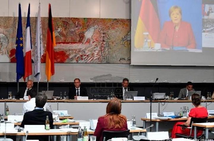 Kriza e koronavirusit/ Merkel e prerë: Kufijtë brenda BE-së të mos mbyllen më