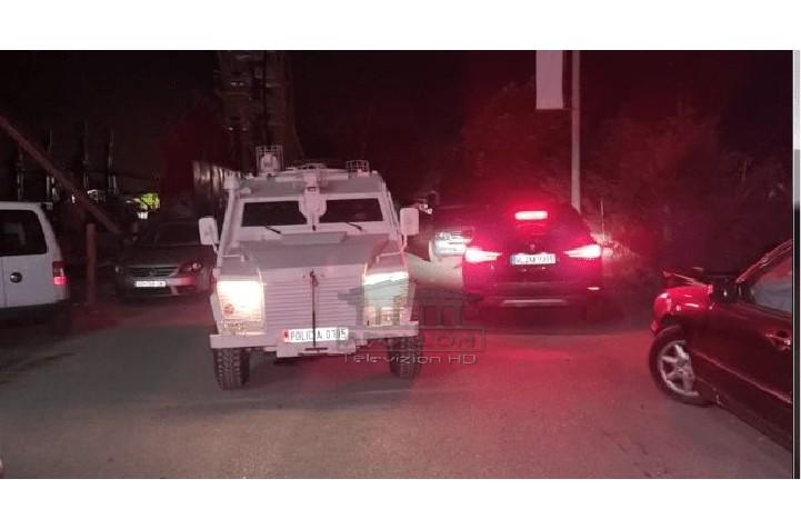 4 të vrarë dhe 2 të plagosur në Velipojë, detaje të reja: Është qëlluar me 4 armë, 3 janë pistoleta; Hetuesit zbuluan nga gëzhojat se ka qenë dhe një kallashnikov