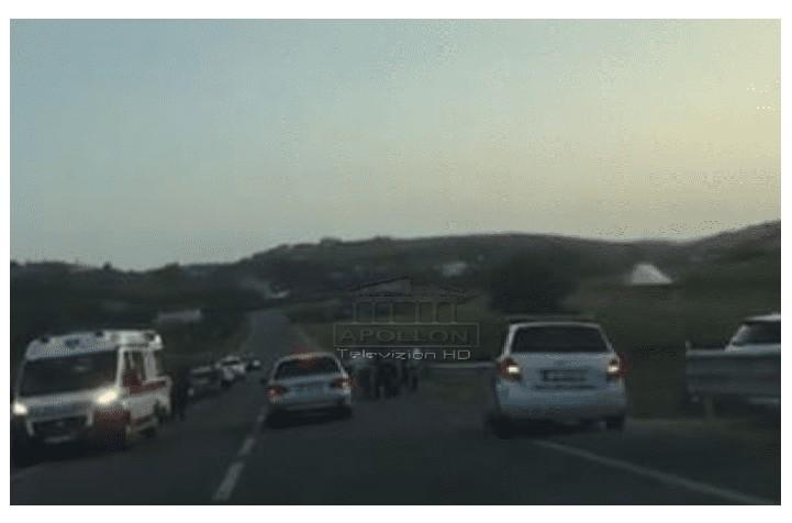 """Përplasen """"kokë më kokë"""" dy mjete në Cërrik-Belsh, ambulanca dhe policia në vendngjarje"""