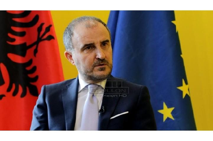 """Aleanca për Teatrin akuza Luigi Sorecës: Ndikoi te gjykata, do të kërkojmë shpalljen e tij """"non grata"""""""