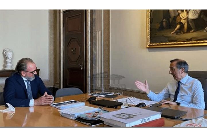 Leli s'ka ndërmend të ikë, mendon për të ardhmen, publikon takimin me kryetarin e Bashkisë së Milanos dhe flet për projektet
