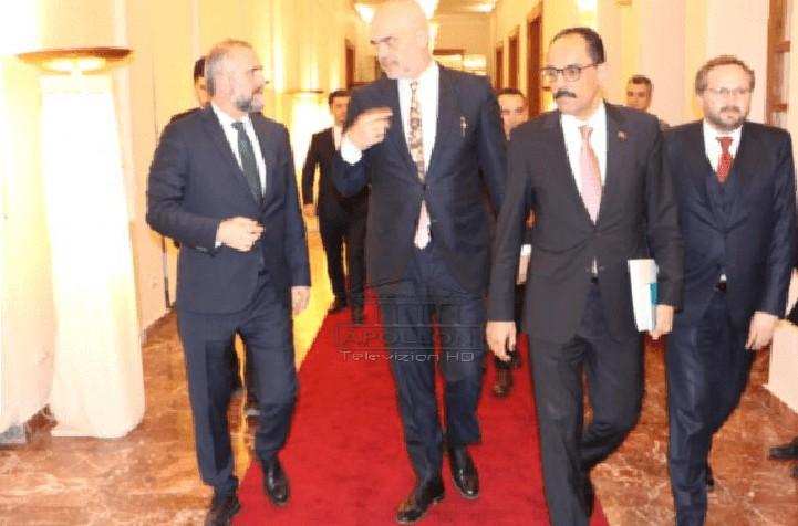 E zbulojnë mediat turke: Zëdhënësi i presidencës turke ka zhvilluar takim me Ramën, në muajt e ardhshëm Erdogan vizitë zyrtare në Shqipëri