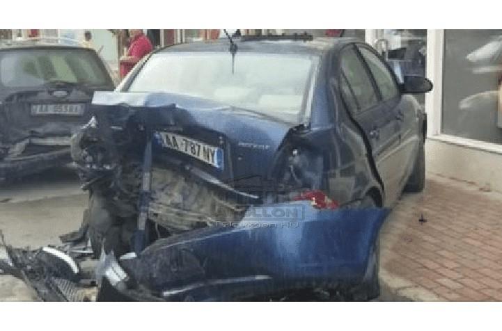 Aksidenti me 5 makina në Durrës, mjeti drejtohej nga maturanti, po kthehej nga festa