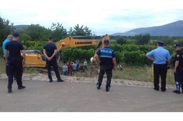 Nis puna për rreth-rrotullimin në Gostil, banorët përplasen me policinë: Po na prekin tokat pa na pyetur