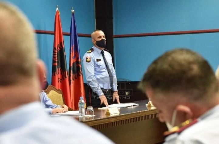 """Kryepolici Ardi Veliu mbledh në zyrë Shefat e Komisariateve, kanë """"radhën e risktrukturimit"""" pas Drejtorëve"""