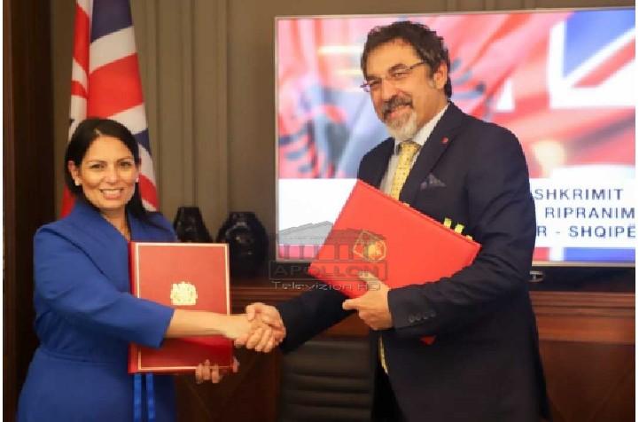 Çuçi dhe minsitrja britanike firmosin marrëveshjen në Tiranë: Shqiptarëve që u ndalohet hyrja dhe qëndrimi në Angli, do kthehen pas