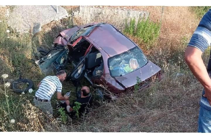 FIER – Një aksident ka ndodhur mëngjesin e kësaj të diele në aksin Levan-Tepelenë. Ktheheshin nga Greqia për pushime, aksidentohet çifti me dy fëmijët