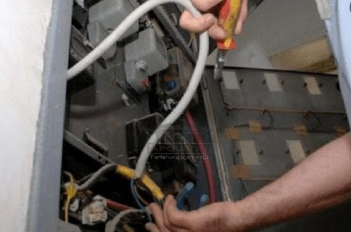 Po rregullonte një prizë në banesë, 35 vjeçari në Klos bie në kontakt me rrymën elektrike dhe ndërron jetë