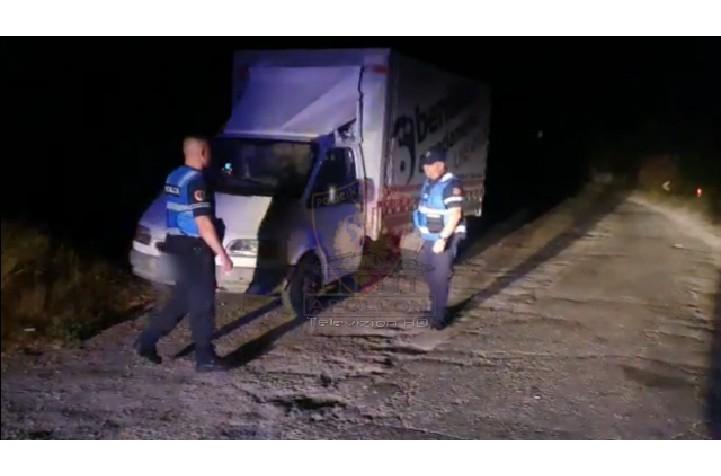 """LUSHNJE : I vodhën automjetin një shtetasi, falë reagimit në kohë të Policisë arrestohen në flagrancë 2 autorët e dyshuar, njëri prej të cilëve ishte me """"Arrest në shtëpi""""."""