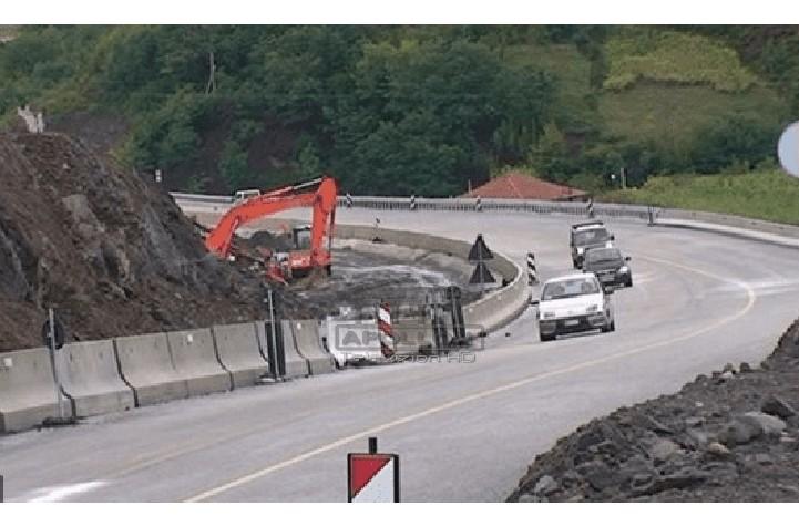 ARRSH jep njoftimin e rëndësishëm: Nesër në mëngjes fillon ndërtimi i trafik ndarëseve prej betoni në aksin Tiranë-Elbasan, do të ngushtohet përkohësisht karrexhata