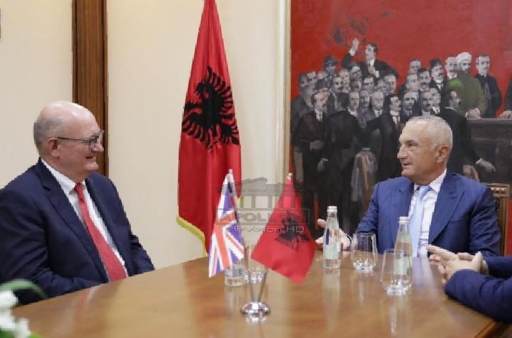 Largohet ambasadori i Britanisë së Madhe, i përfundon misioni diplomatik në Shqipëri