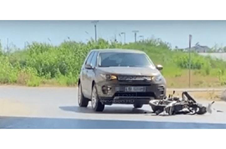 """Me shpejtësi """"rrufe"""", Land Rover-i përplas motorin në Novoselë, drejtuesi rëndë në spital"""
