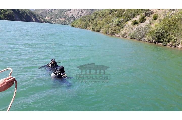 """""""Alo, familjari ynë është mbytur"""", polumbarët vihen në kërkim të trupit te liqeni i Farkës"""