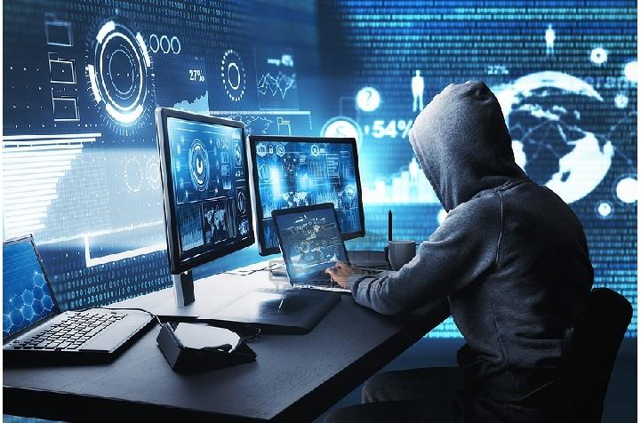 """Një 22-vjeçar, i identifikuar si Endri Karimanllari ka rënë në prangat e policisë si pjesë e operacionit """"Transferta"""" pasi akuzohet për veprën penale """"Mashtrim kompjuterik."""" që ndërhynte në llogari Facebook-u dhe kërkonte para nga miqtë, ja skema që përdorte"""