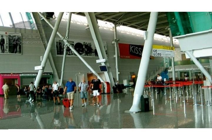 """Apeli i Aeroportit """"Nënë Tereza"""": Është rritur fluksi i pasagjerëve, ju sugjerojmë të paraqiteni në aeroport 3 orë para udhëtimit"""