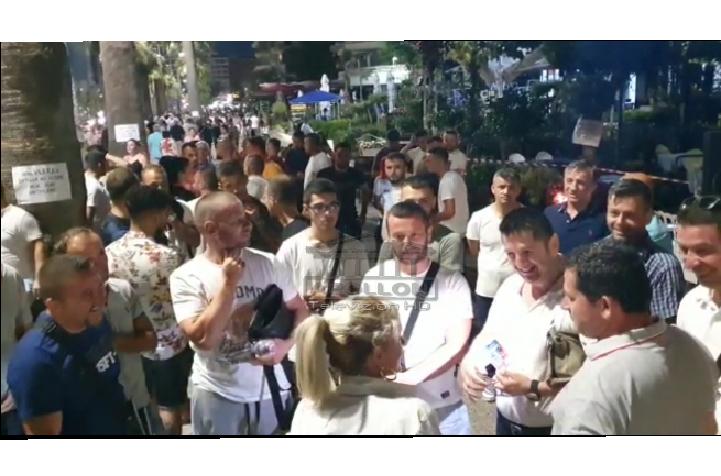 VLORË : Pronarët e bareve dhe restoranteve në Lungomare, sërish në protestë.