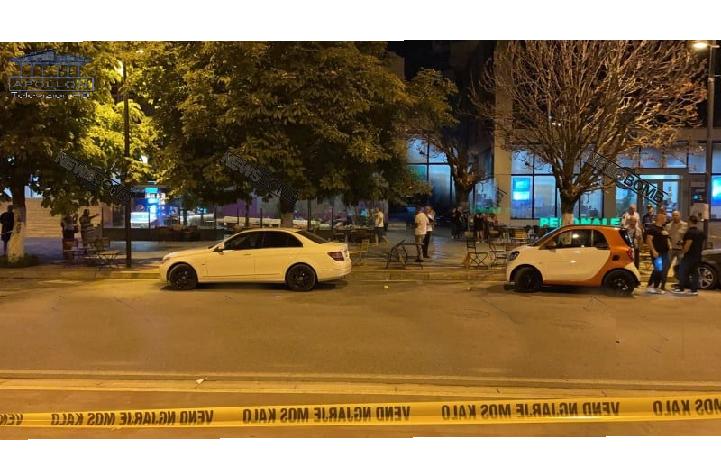 TERROR në mes të Lushnjes/ Qëllohet me breshëri kallashnikovi drejt lokalit në pedonale, vdes nga plumbi në zemër pronari, plagosen dy të tjerë