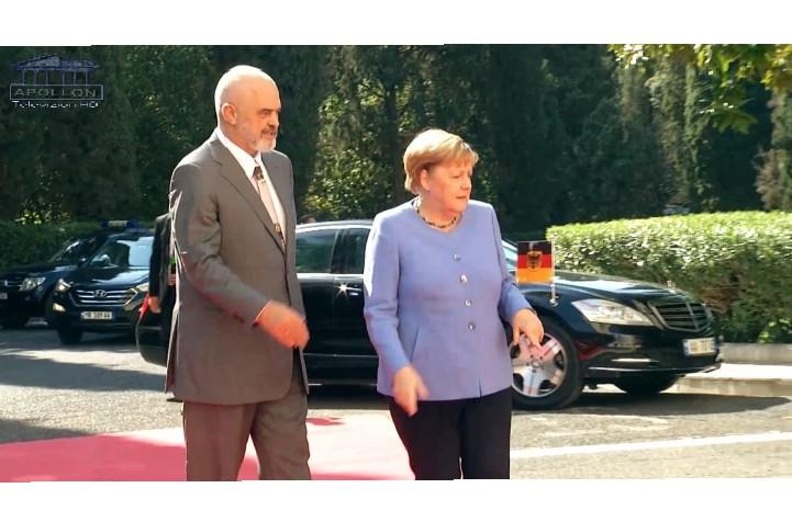 """Pikante nga pritja e Merkel/ Rama i zgjat dorën, por kancelarja e refuzon """"GAFAT"""" e vizitës së Angela Merkel në Tiranë"""